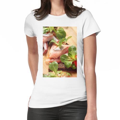 Matjes mit Salat und Pumpernickel | 2 Frauen T-Shirt
