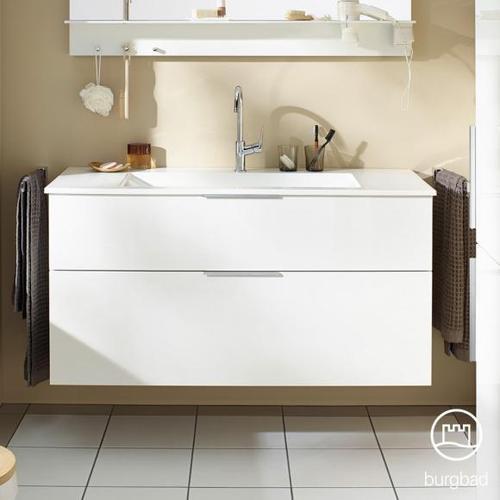 Burgbad Eqio Waschtisch mit Waschtischunterschrank B: 122 H: 61,6 T: 49 cm, mit 2 Auszügen Front weiß hochglanz / Korpus weiß glanz, Griff chrom SEYU122F2009C0001G0146