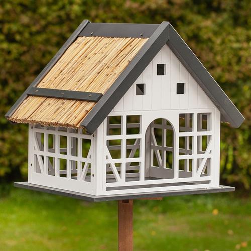 VOSS.garden Lindau - großes Vogelhaus im Fachwerkstil